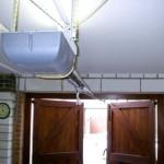 Krídlová garážová brána - pohon