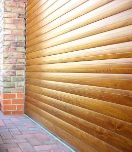 Rolovacia garážová brána materiál hliník drevo